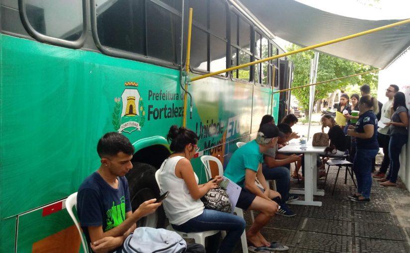 Unidade móvel da Etufor realiza atendimento na Praça do Ferreira e na UFC